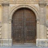 Dettaglio della porta principale di una chiesa Fotografie Stock