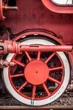 Dettaglio della ruota anteriore della locomotiva a vapore Immagini Stock Libere da Diritti
