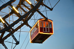 Dettaglio della ruota gigante di Vienna della cabina illuminata nel natale di inverno Immagine Stock