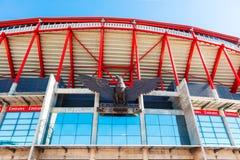 Dettaglio della scultura di Eagle dello stadio di Benfica a Lisbona fotografia stock libera da diritti
