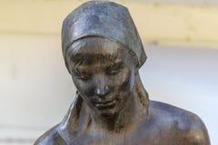 Dettaglio della statua della donna in Dolceacqua Imperia, Liguria, Italia immagine stock