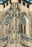 Dettaglio della torre di orologio della cattedrale dei san Vitus Fotografie Stock