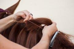 Dettaglio della treccia della donna con i capelli della criniera di un noioso immagini stock libere da diritti