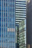 Dettaglio delle finestre del grattacielo Immagini Stock Libere da Diritti