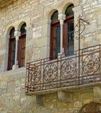 Dettaglio delle finestre del villaggio medievale di Ainsa Huesca La Spagna Pyrinees fotografia stock