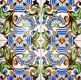 Dettaglio delle mattonelle tradizionali dalla facciata di vecchia casa Mattonelle decorative Mattonelle tradizionali valenzane Re Fotografie Stock