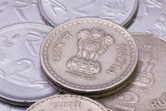 Dettaglio delle monete differenti delle rupie dell'India Immagine Stock