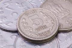 Dettaglio delle monete differenti delle rupie dell'India Fotografia Stock Libera da Diritti