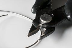 Dettaglio delle pinze d'acciaio con fondo bianco fotografia stock