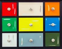 Dettaglio delle porte variopinte con le maniglie piacevoli Fotografia Stock Libera da Diritti