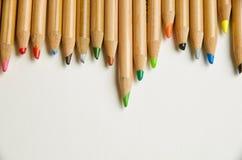 Dettaglio delle punte di una fila dei pastelli della matita Fotografia Stock Libera da Diritti