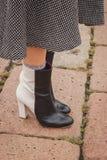Dettaglio delle scarpe fuori delle sfilate di moda di Cavalli che costruiscono per la settimana 2014 del modo di Milan Women Immagine Stock