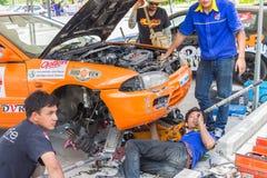 Dettaglio delle vetture da corsa e parte del motore di automobile fotografie stock libere da diritti