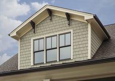 Dettaglio dello spazio della soffitta della casa di famiglia verde Fotografia Stock Libera da Diritti
