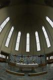 Dettaglio di architettura del soffitto dentro Hallgrimskirkja, cattedrale di Reykjavik Fotografia Stock