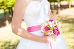 Dettaglio di bella sposa dei vestiti Immagine Stock