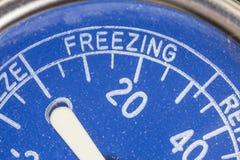 Dettaglio di congelamento di zona del termometro d'annata del frigorifero Fotografia Stock Libera da Diritti