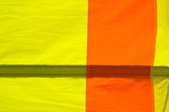 Dettaglio di nylon giallo ed arancio 01 della vela Fotografie Stock Libere da Diritti