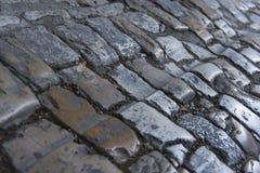 Dettaglio di pavimentazione di pietra medievale in Traù, città dell'Unesco, Croazia fotografie stock