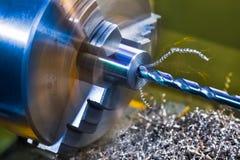 Dettaglio di perforazione Lavori il lavoro al tornio rotazione Mucchio torto del truciolo del metallo immagine stock