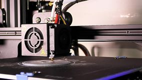 dettaglio di stampa 3D - pezzo d'argento di stampa 3D archivi video