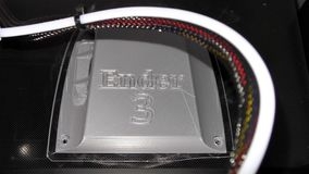 dettaglio di stampa 3D - pezzo d'argento di stampa 3D stock footage