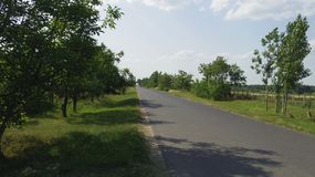 Dettaglio di Toeroekszentmiklos in strada campestre della via di Szolnoki di periferia Fotografie Stock
