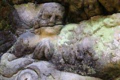 Dettaglio di un angelo pregante sul vecchio altare di pietra Immagini Stock Libere da Diritti