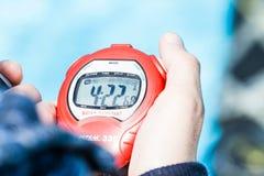 Dettaglio di un cronometro che cronometra una prestazione statica fotografie stock libere da diritti