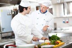 Dettaglio di un cuoco unico sul lavoro Immagini Stock