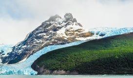 Dettaglio di un ghiacciaio con una montagna Fotografie Stock Libere da Diritti