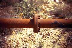 Dettaglio di una conduttura arrugginita - immagine di concetto con la scenetta aggiunta Fotografie Stock Libere da Diritti