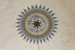 Dettaglio di una decorazione sul soffitto della moschea a Mostar Immagini Stock