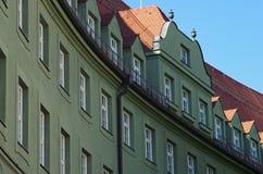 Dettaglio di una facciata verde e di un tetto Fotografia Stock Libera da Diritti