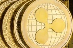Dettaglio di una moneta di cryptocurrency dell'ondulazione dell'oro fotografia stock libera da diritti