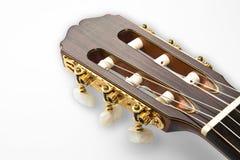 Dettaglio di una pala dorata di una chitarra classica professionale fotografia stock