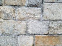 Dettaglio di una parete fatta delle pietre naturali con il mortaio, variazione di colore immagine stock libera da diritti