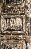 Dettaglio di una porta antica nera e marrone fotografia stock libera da diritti