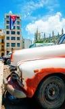 Dettaglio di vecchia automobile americana in vecchia via di Avana Fotografie Stock Libere da Diritti