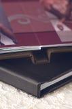Dettaglio sparato dell'album di cuoio nero Fotografia Stock Libera da Diritti