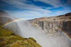 Водопад Dettifoss в Исландии под голубым небом лета с clou Стоковая Фотография RF
