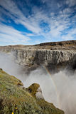 Dettifoss vattenfall i Island under en blå sommarhimmel Arkivfoton