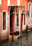 Deur aan kanaal in Venetië Royalty-vrije Stock Afbeelding