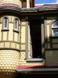 Deur aan nergens - de Geheimzinnigheid van Winchester Huis, San Jose, Californië stock afbeelding