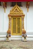 Deur in Boeddhistische tempel Stock Foto's