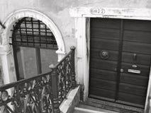 Deur en overspannen venster in Venetië Royalty-vrije Stock Afbeeldingen