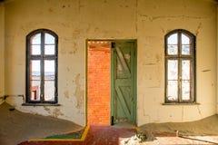 Deur en vensters van binnenuit Stock Foto's