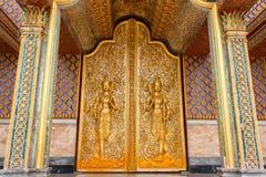 Deur het woodcarving in tempel Royalty-vrije Stock Afbeeldingen