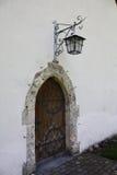Deur met lantaarn Stock Fotografie