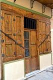 Deur met twee houten vensters Stock Foto